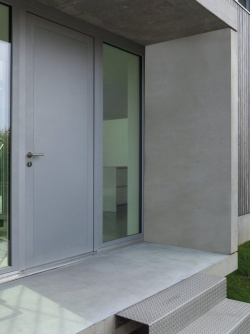 Contemporary concrete look for the front door